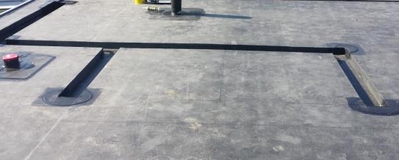 We werken graag alle plassen voor u weg met onze naadloze EPDM folie.