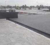 Een aansluiting op het dak van de buren
